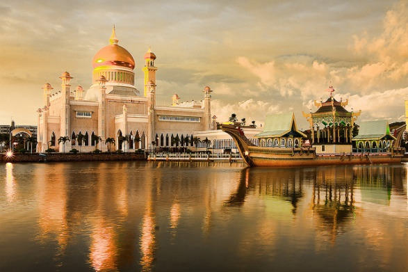 best-places-to-visit-in-brunei-sultan-omar-ali-saifufddien-mosque